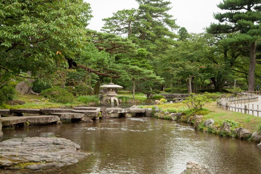 Gankobashi (Flying Wild Geese Bridge), also called Kikkobashi (Tortoiseshell Bridge)